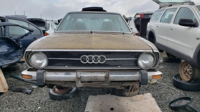 Редкий седан Audi раскопали на одной из автосвалок 1