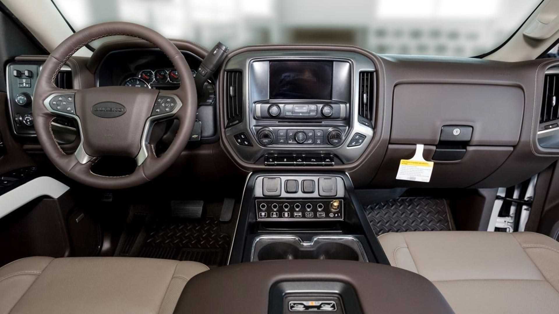Чехи превратили Chevrolet Silverado в трехосного монстра 2