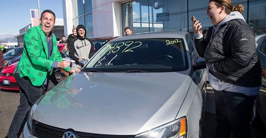 Дилер Volkswagen продал автомобили за $1 1