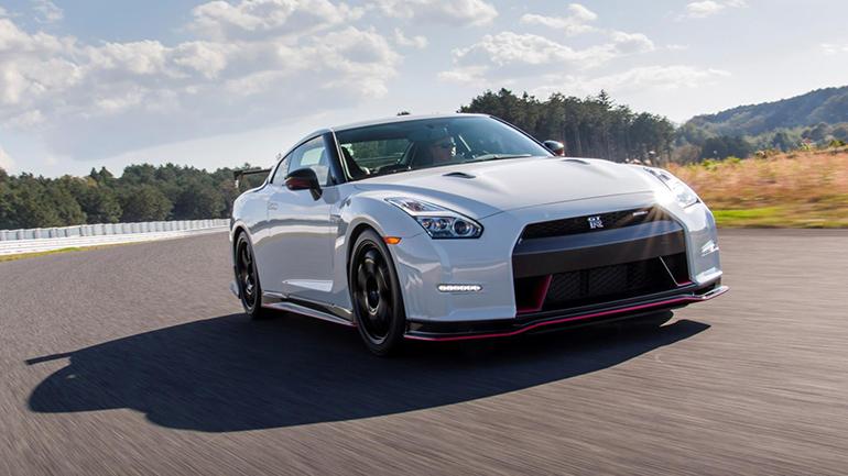 Компания Nissan работает над новыми GT-R и Z 1