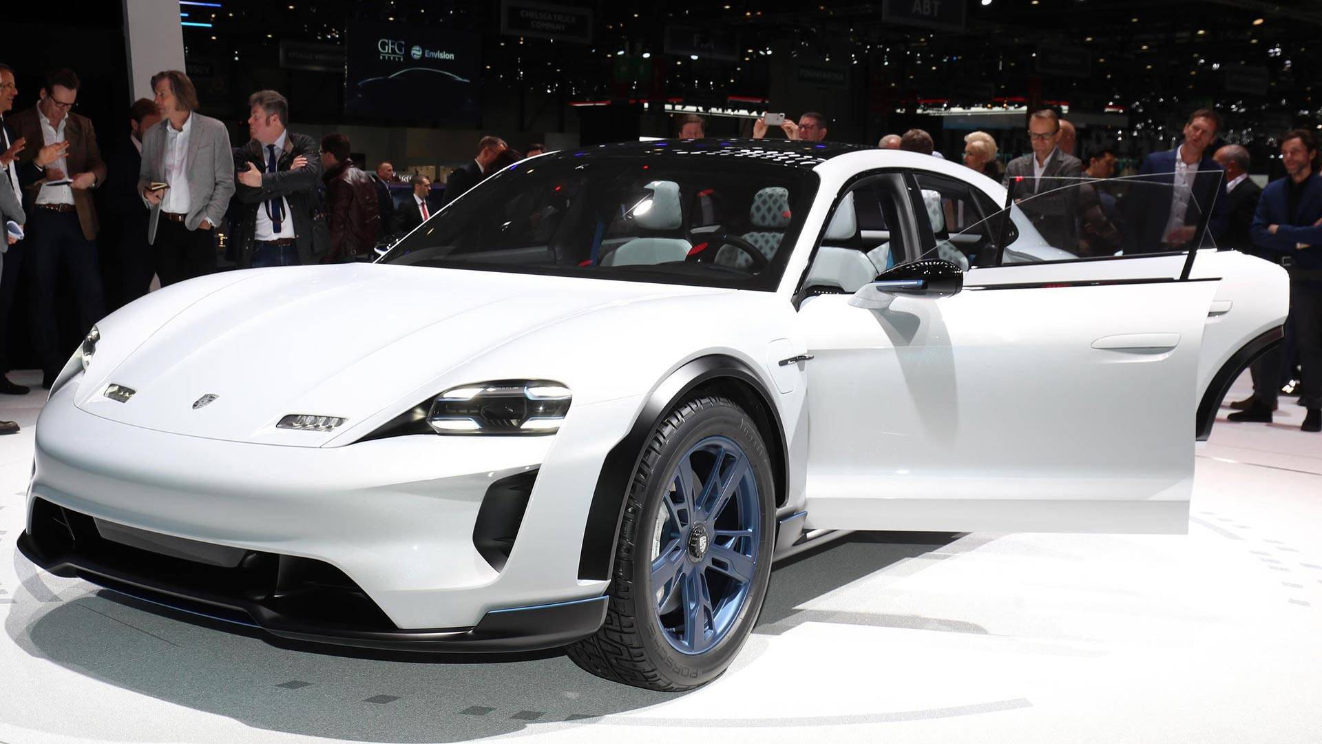 В Porsche подтвердили запуск Taycan Cross Turismo в 2020 году 1