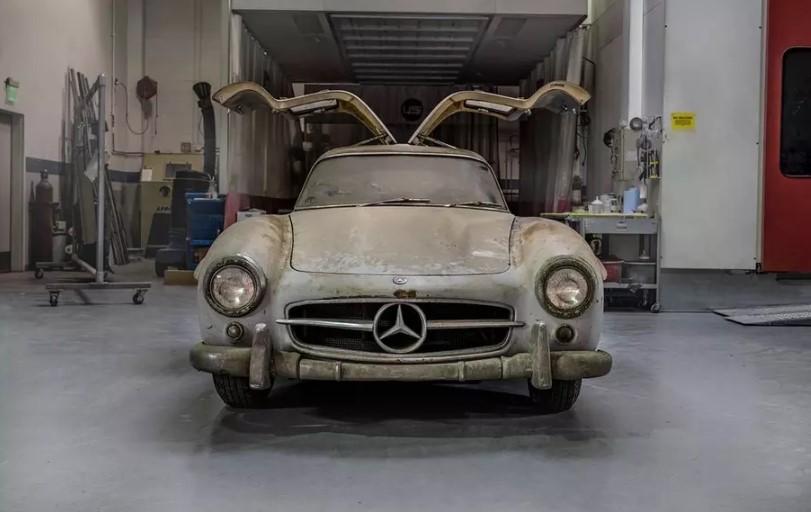 Mercedes-Benz показал, как выглядит простоявший 60 лет в гараже 300SL Gullwing 1