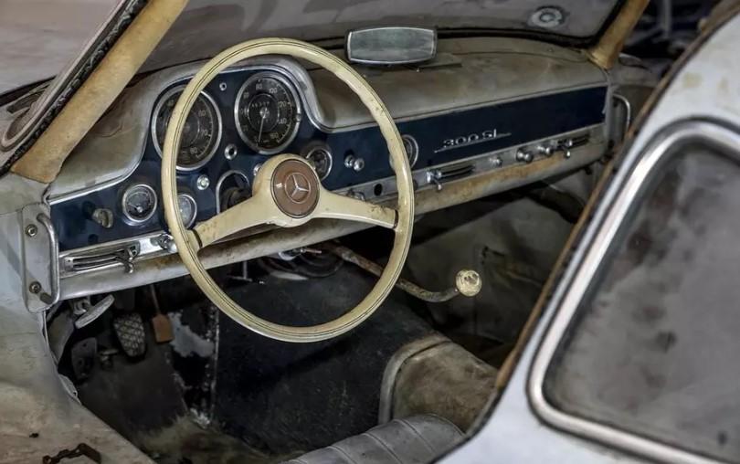 Mercedes-Benz показал, как выглядит простоявший 60 лет в гараже 300SL Gullwing 2
