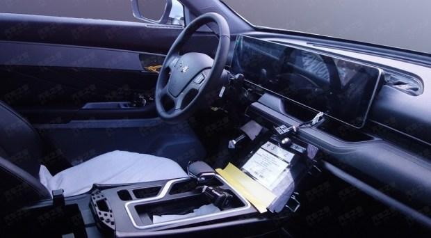 В линейке FAW появился второй кросс с салоном под Mercedes 4