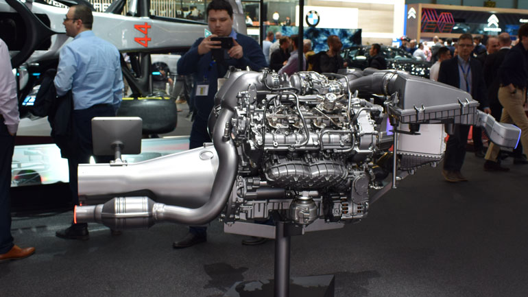 Mercedes-Benz представил в Женеве новый двигатель для GT-R 1