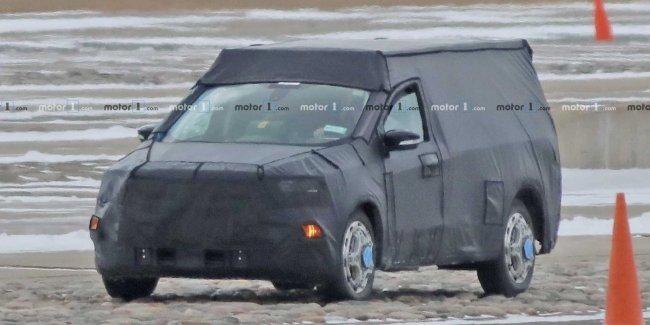 В Сети появились фото прототипа нового пикапа Ford на базе Focus в камуфляже 1