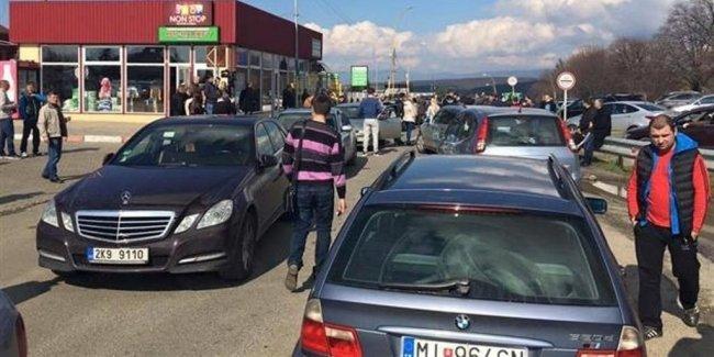 В Украине появилась новая схема по ввозу нерастаможенных авто «на бляхах» 1
