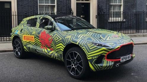 Первый кроссовер Aston Martin попался в естественной среде обитания  1