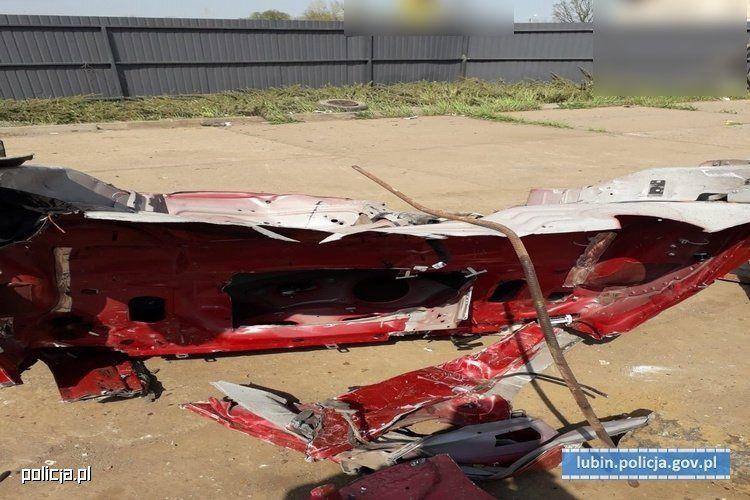 Воры угнали и порезали на куски люксовый седан Jaguar 2