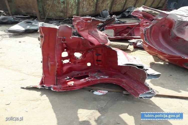 Воры угнали и порезали на куски люксовый седан Jaguar 1