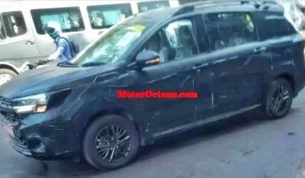 Suzuki Ertiga Cross попала в объектив камер фотошпионов 1