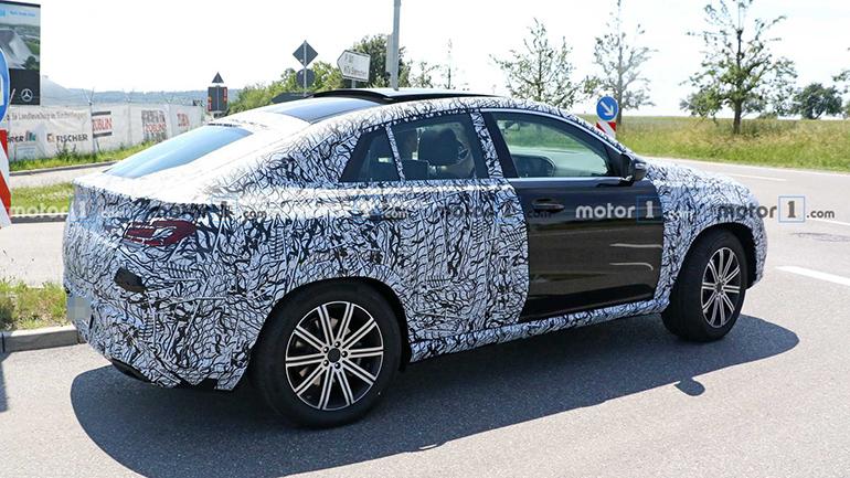 Mercedes-Benz снимает камуфляж с GLE Coupe 2
