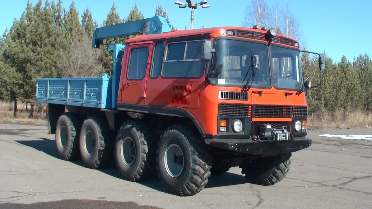 Автобус ПАЗ скрестили с трактором 3