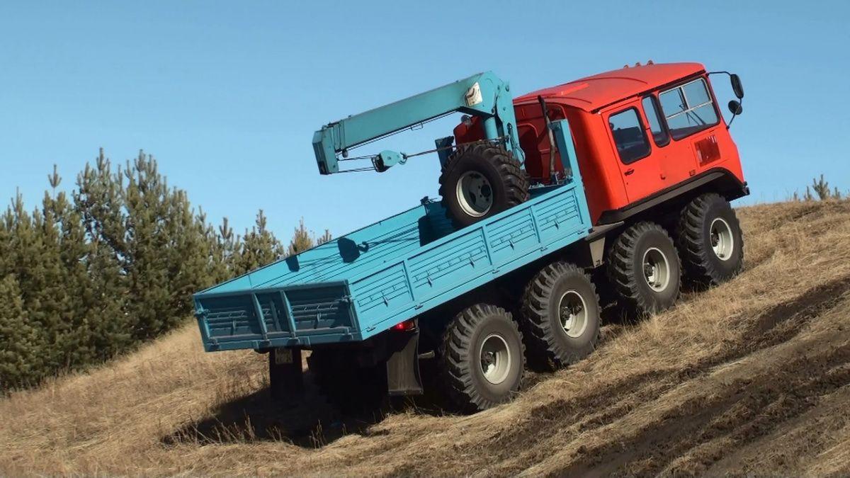 Автобус ПАЗ скрестили с трактором 2