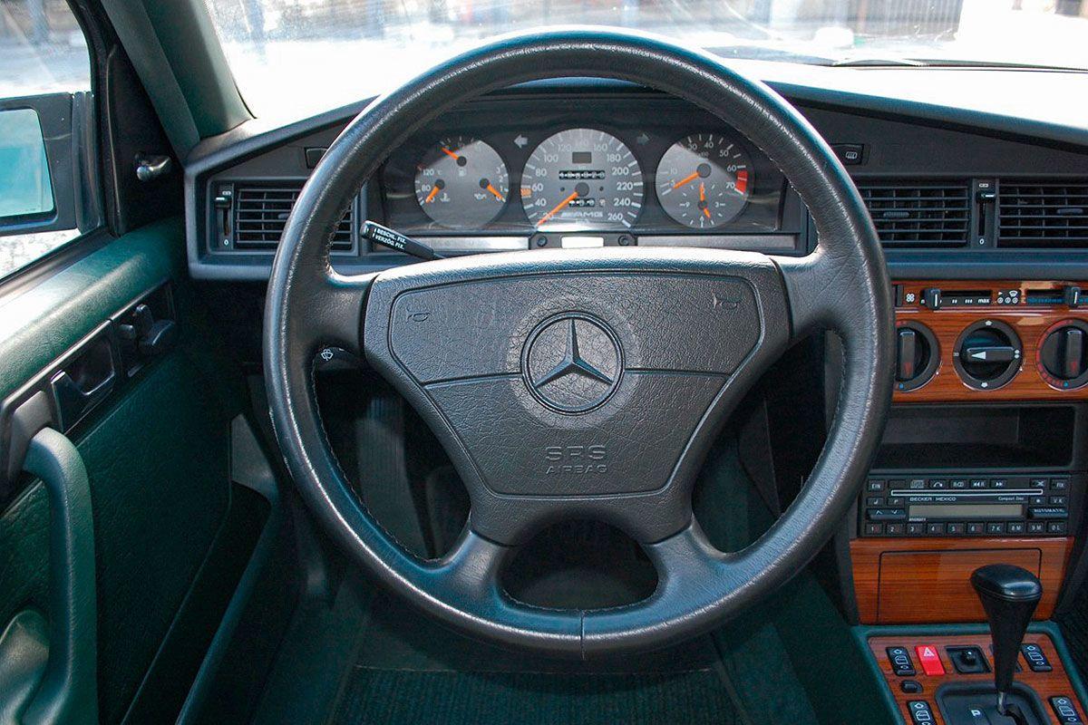27-летний Mercedes 190 E AMG оценили как новый Toyota LC 200 3