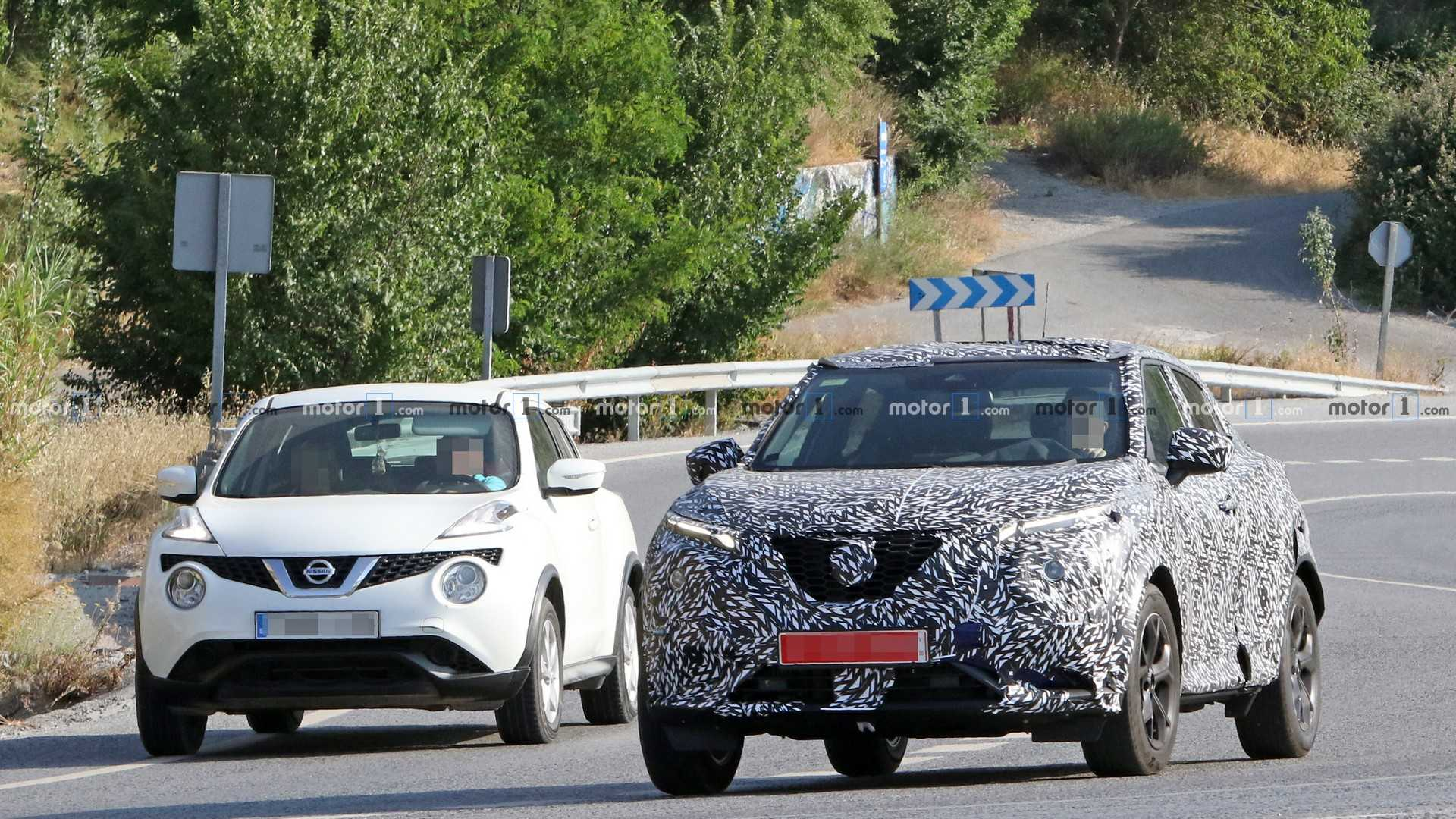 Новый Nissan Juke испытывают вместе со старым 1