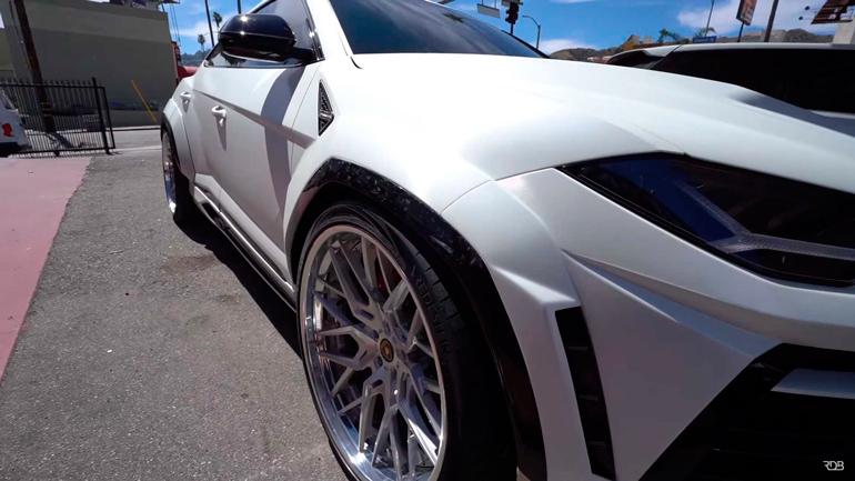 В Лос-Анджелесе сфотографировали широкий Lamborghini Urus 1
