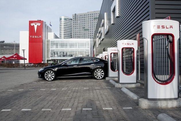 Маск намекнул, когда в Украине появятся зарядки Superchargers 1
