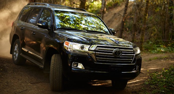 Внедорожник Toyota Land Cruiser превратится в BMW 1