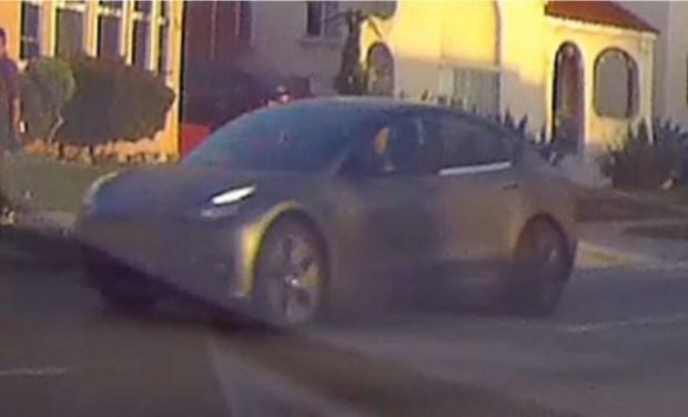 Электромобили Tesla Model S и Model 3 были замечены в новом обличии 3