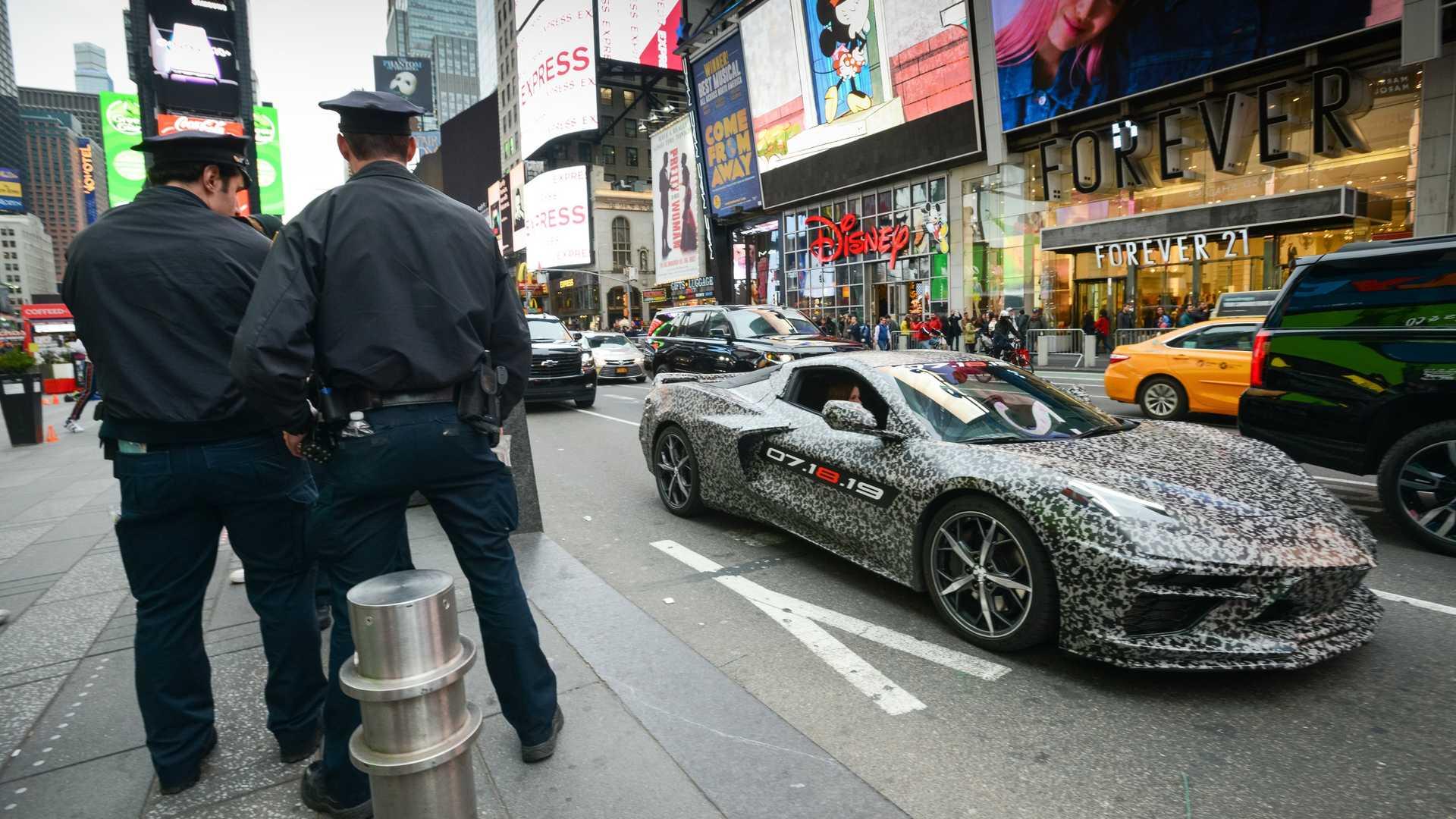 Билеты на презентацию среднемоторного Corvette продают за 5 000 долларов 1