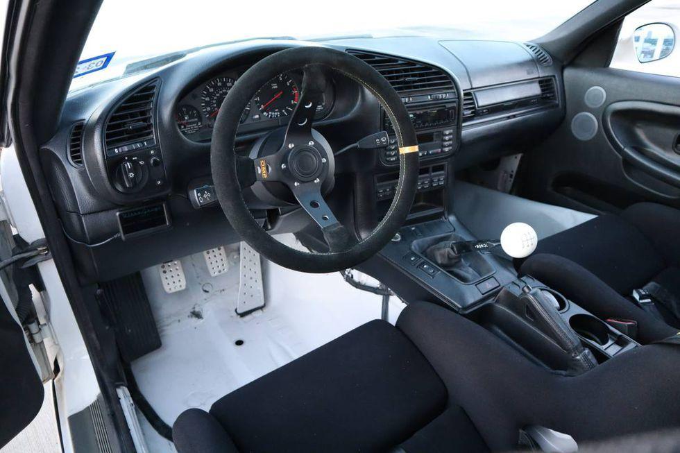 23-летний BMW M3 продают по цене нового Land Cruiser Prado 3