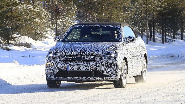 Volkswagen T-Roc Cabrio в камуфляже пойман на видео 1