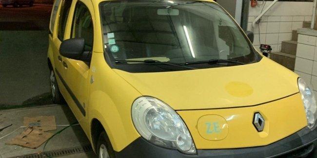 Волынская таможня конфисковалаи на границе два электромобиля Renault Z.E. 1