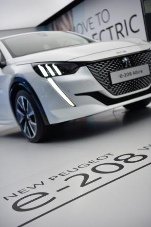 Peugeot представит новое поколение e-208 1