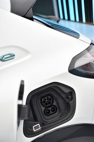 Peugeot представит новое поколение e-208 2