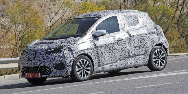 Прототип обновленного электромобиля Renault Zoe поймали на тестах 1