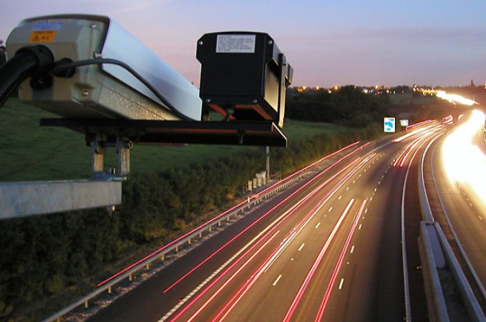 Дорожные камеры Великобритании научатся штрафовать слишком громкие машины 1