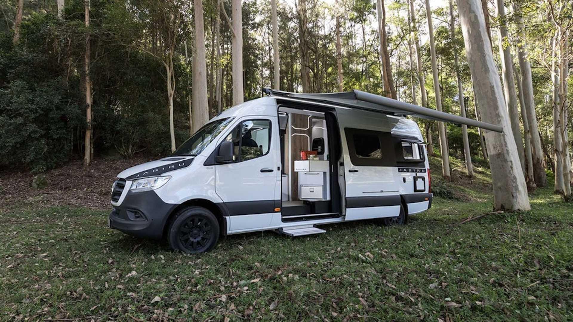 Mercedes-Benz Sprinter превратили в «дом на колесах» 1
