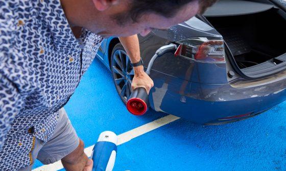 Водители электромобилей рискуют, заряжая автомобили дома 1