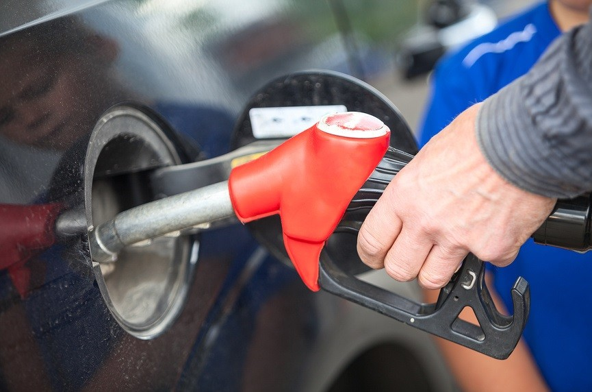 Работник автозаправки оплатил за клиентку бензин и разбогател 1