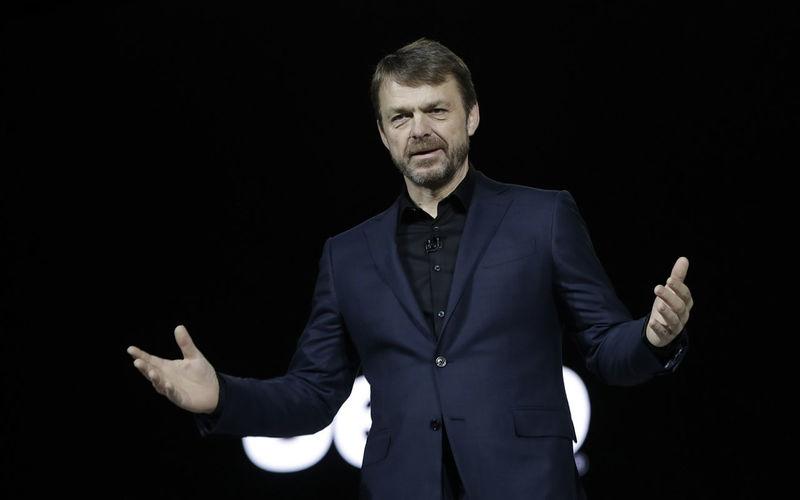 Успеть до слияния с Renault: глава FCA продает свои акции 1