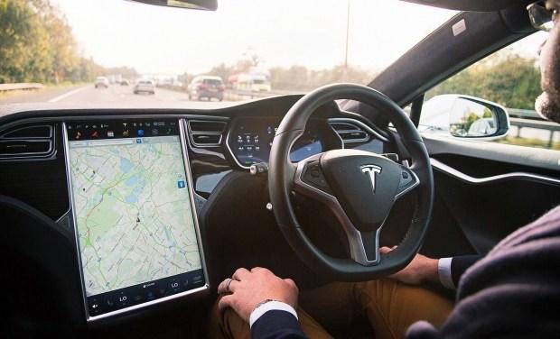 Пользователи Tesla считают новый автопилот отвлекающим и навязчивым 1