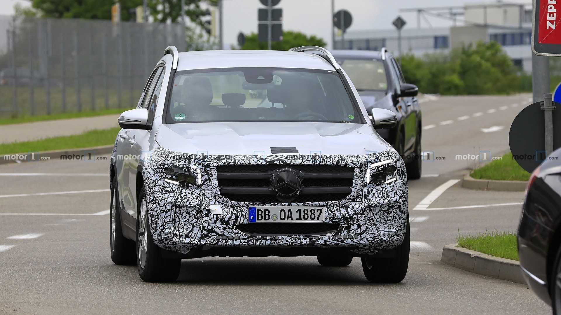Mercedes-Benz GLB «разделся» практически полностью 1