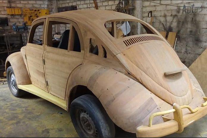Изобретатель ставит рекорды на деревянном Volkswagen Beetle 2