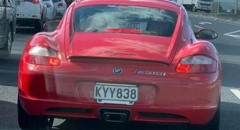 Очевидцы засняли на дорогах BMW Cayman 1