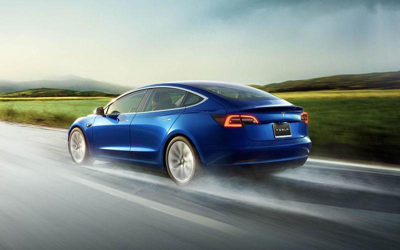 Tesla обновила автопилот 1