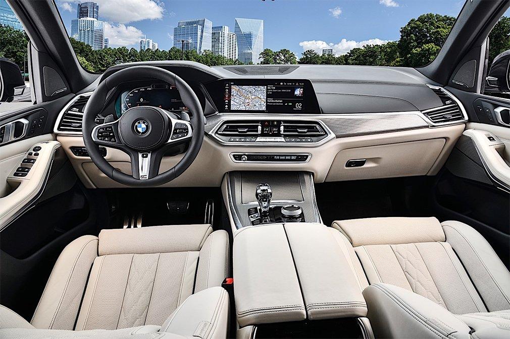 BMW выпустила самые мощные версии кроссоверов X5 и X7 2