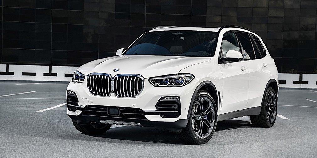 BMW выпустила самые мощные версии кроссоверов X5 и X7 1