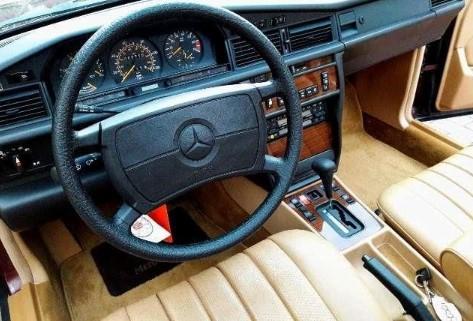 Новый Mercedes 190 без пробега не могут продать уже как полгода 2