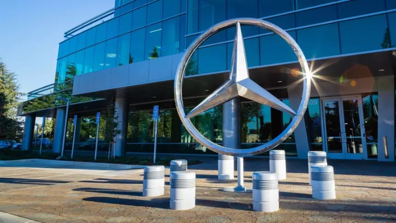 Слабые продажи «мерседесов» вынуждают Daimler сокращать расходы 1