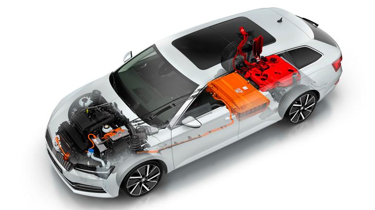 Skoda Superb iV 2020 модельного года сможет проезжать на электротяге до 55 километров 1