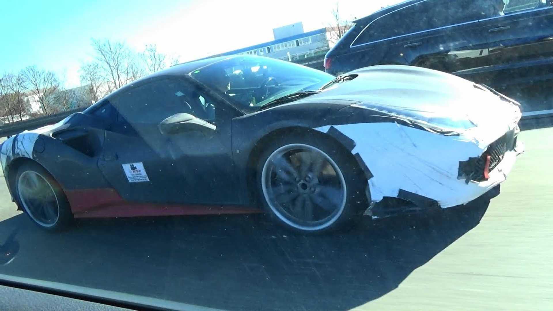Гибридный суперкар Ferrari может получить сразу 4 двигателя 1