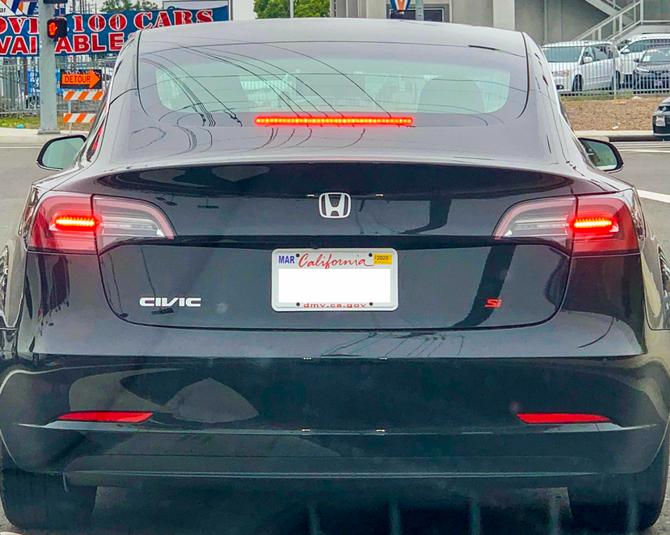 Электромобиль Tesla Model 3 превратили в Honda Civic 1