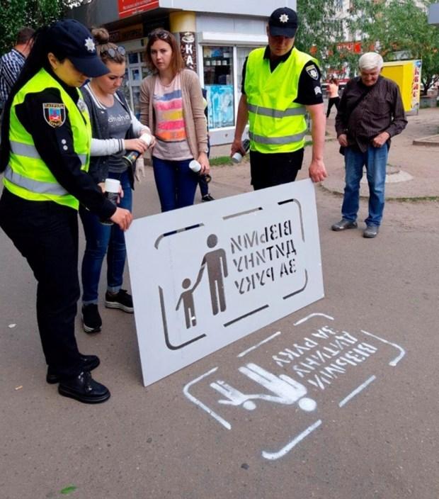 В Украине перед пешеходными переходами нарисовали памятки пешеходам 1