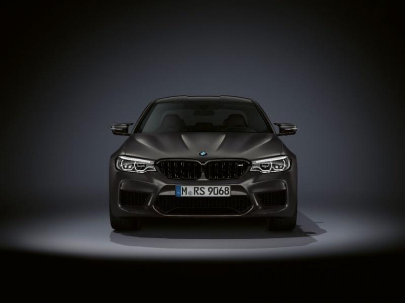 BMW отметила 35-летие M5 юбилейной версией суперседана 1
